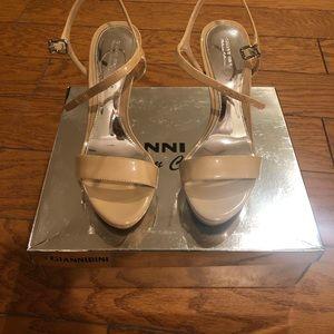 Gianni Bini nude strapped sandals